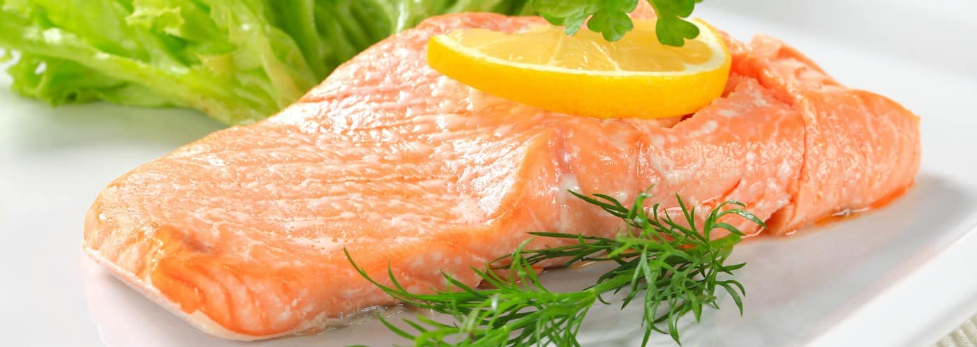 Juicy cooked salmon with lemon