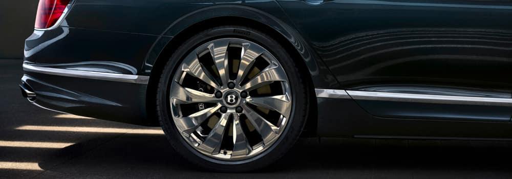 Flying_Spur_Side_front-wheel-close-up