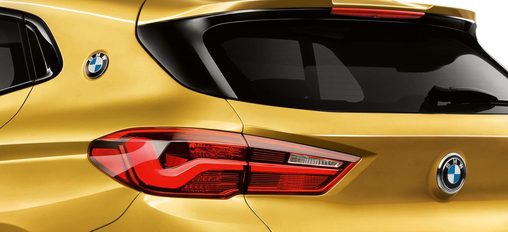 Close-up of the 2019 BMW X2 taillight.