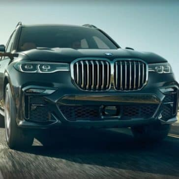 Frontal picture of the 2019 BMW X7 showing the grille and headlights.