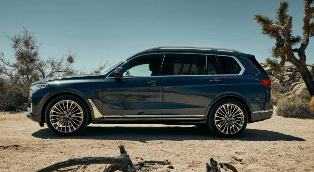A side profile of the 2019 BMW X7