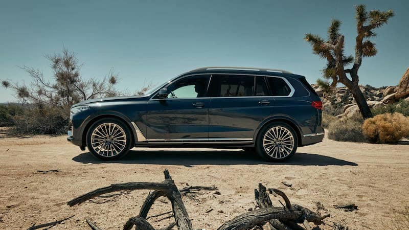 Side profile of BMW X7 SAV