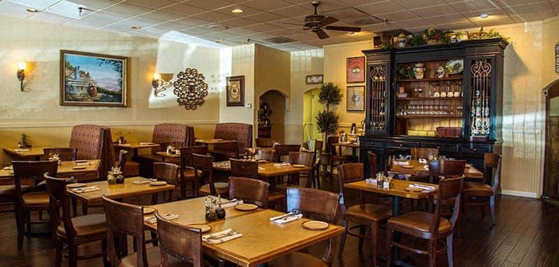 De La Torres dining room