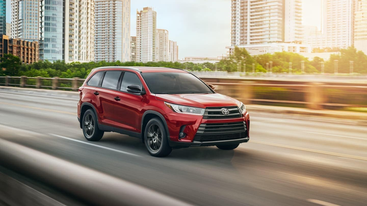 2019 Toyota Highlander driving on road