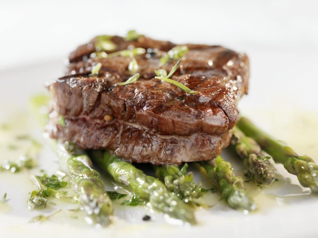 Juicy Fillet Steak with Asparagus
