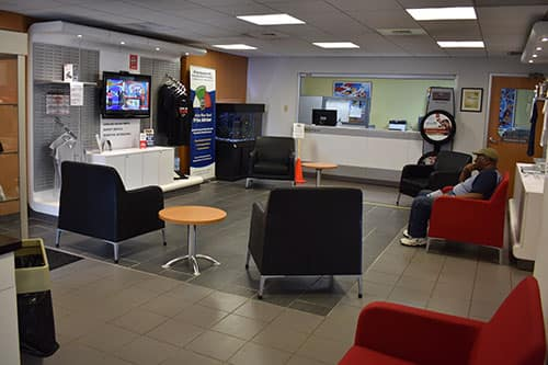 Nissan-service-waiting-area-