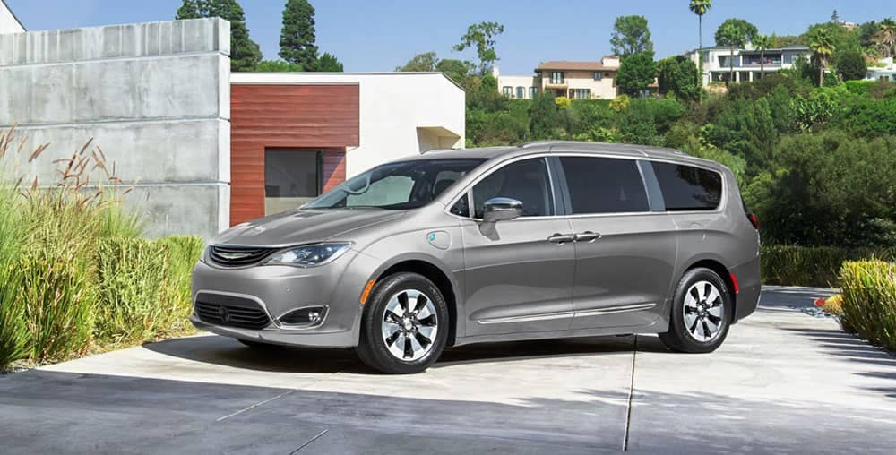 2019-chrysler-pacifica-in-driveway