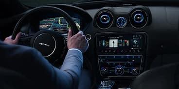 Jaguar-XJ-Panel
