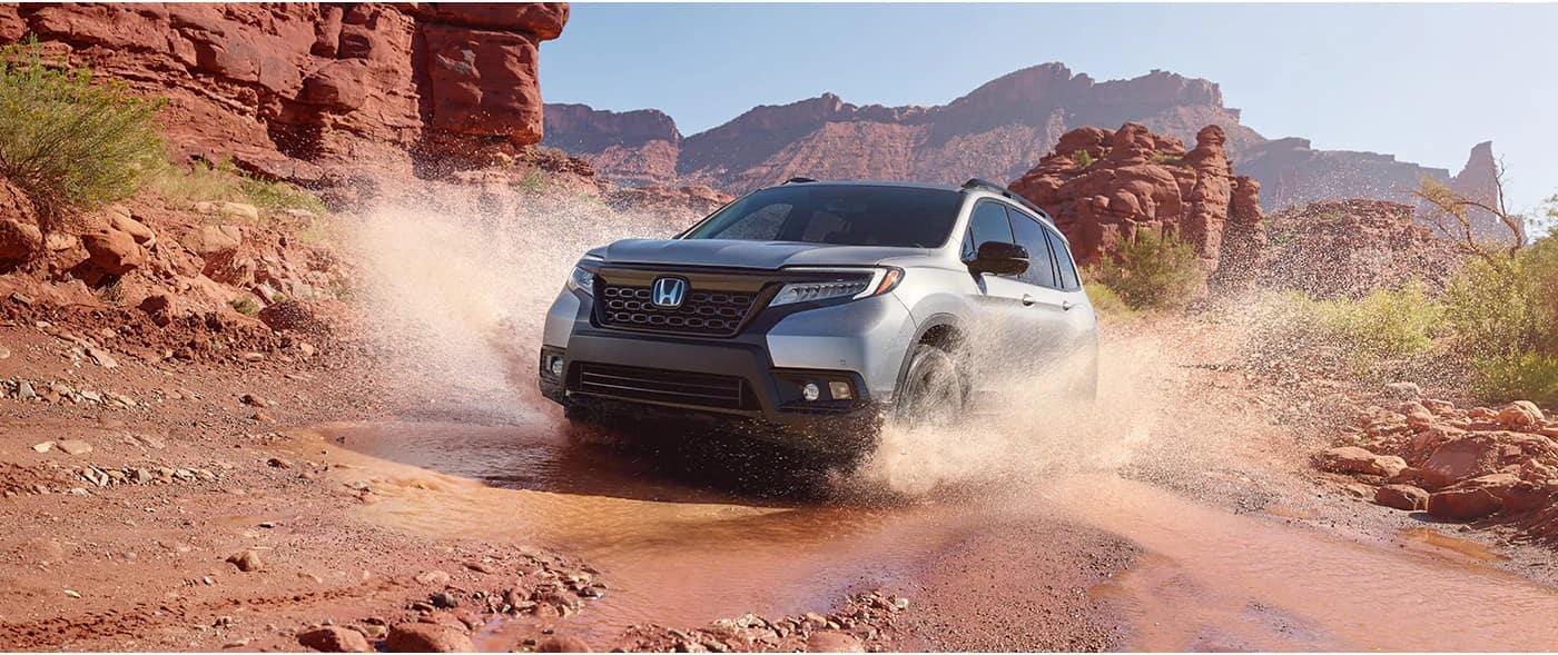 Honda_Passport_Crossing_River_In_Desert