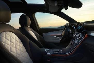 2020 GLC 300 Cockpit Side