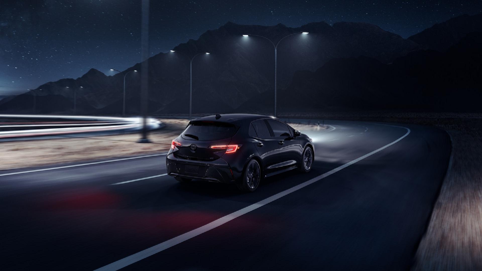 Toyota_Corolla_Hatchback_Driving_At_Night