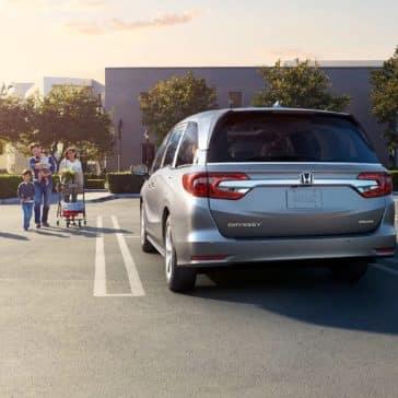 Honda_Odyssey_Parked_City_Parking_Lot