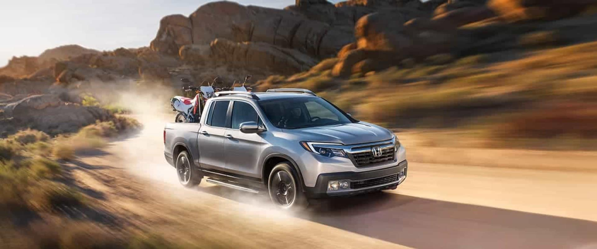 Honda_Ridgeline_Driving_On_Dirt_Road