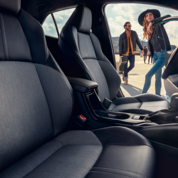 Toyota_Corolla_Interior_Front_Seats