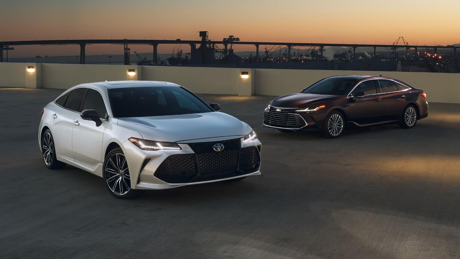 Toyota_Avalon_Parked_On_Parking_Garage