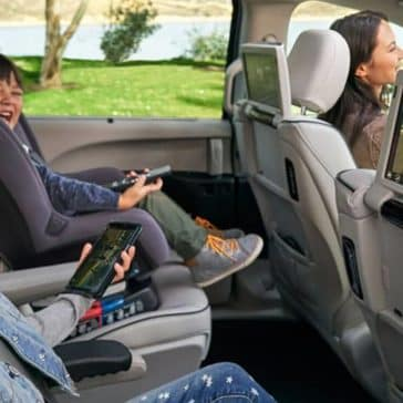 2019-chrysler-pacifica-backseat-entertainment