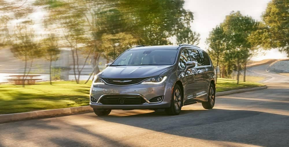 2019-chrysler-pacifica-on-the-highway