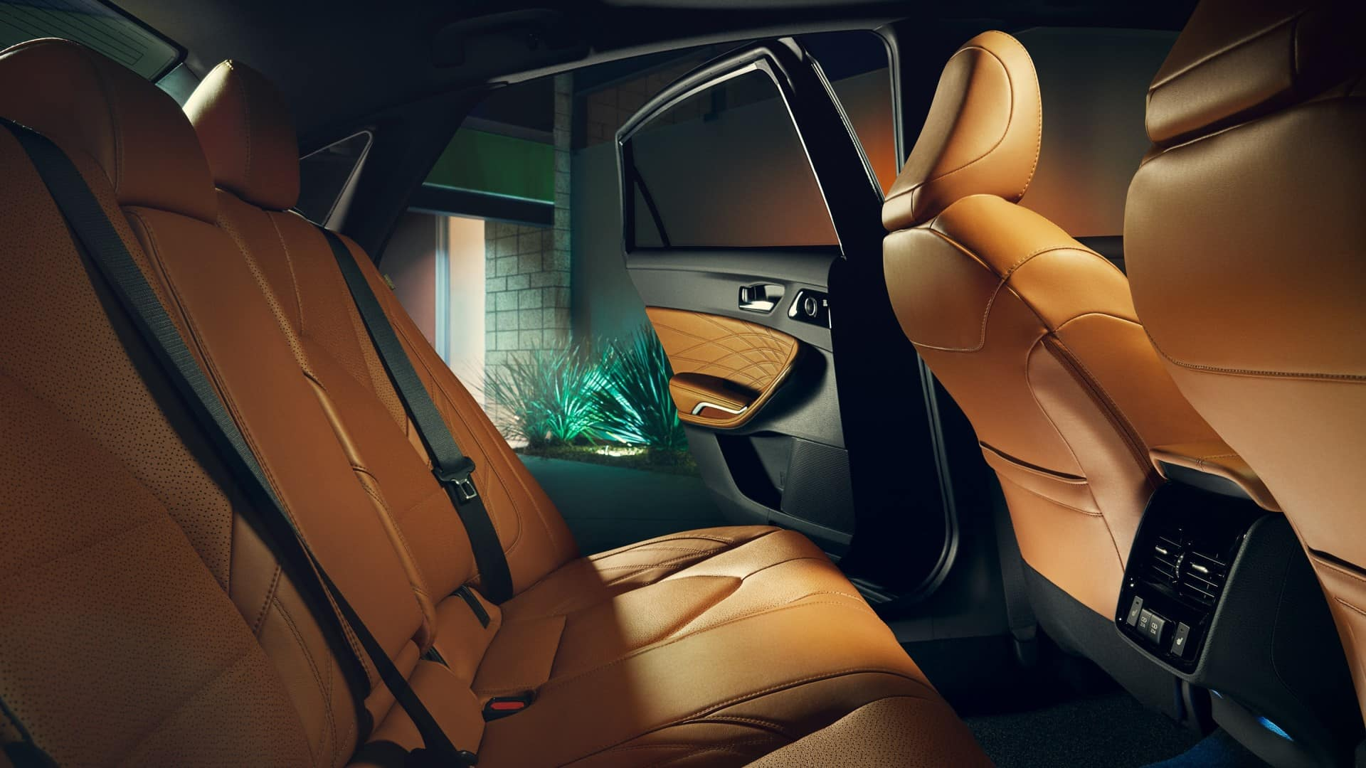 Toyota_Avalon_Interior_Rear_Seats