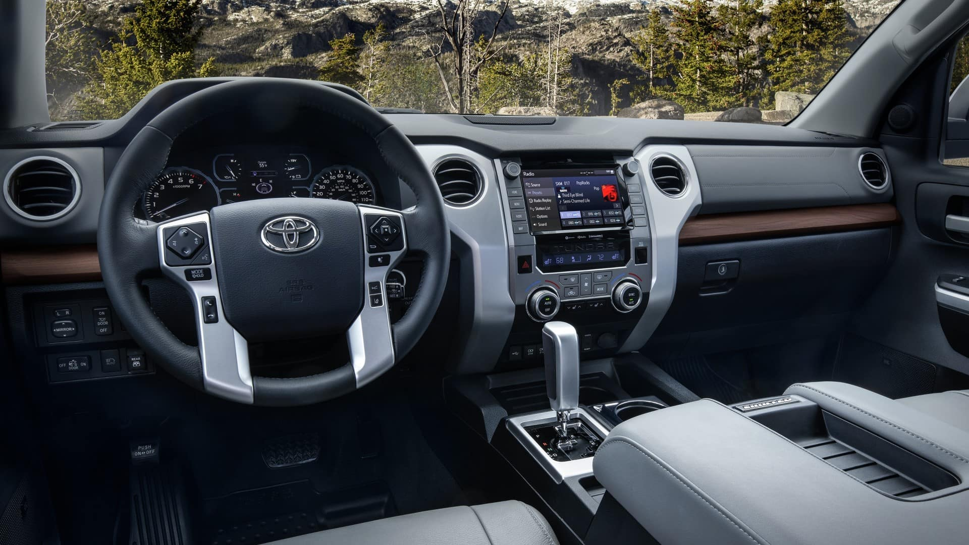 Toyota_Tundra_Interior_Dashboard