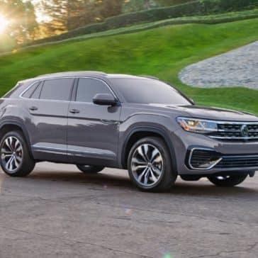 Volkswagen_Atlas_Cross_Sport_Parked_Grassy_Background