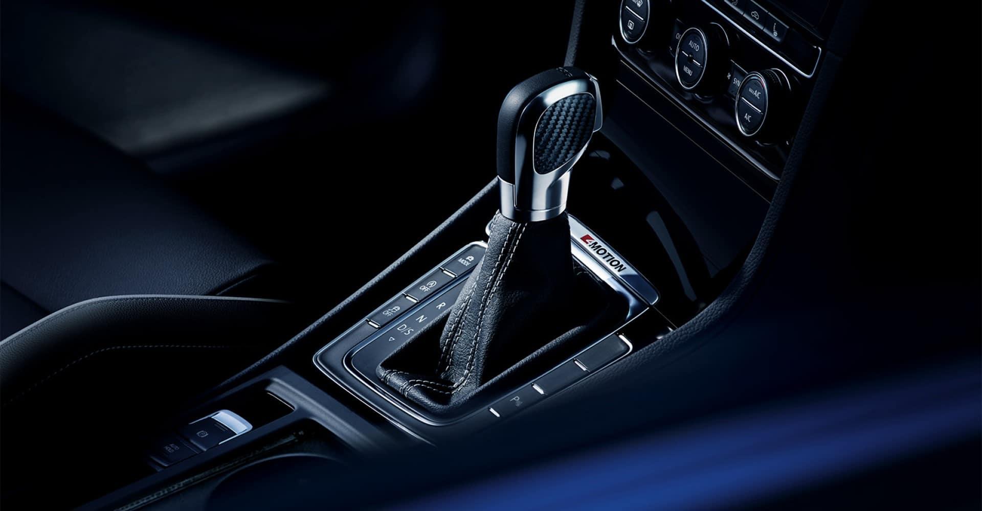 Volkswagen_Golf_R_Interior_Gear_Shifter