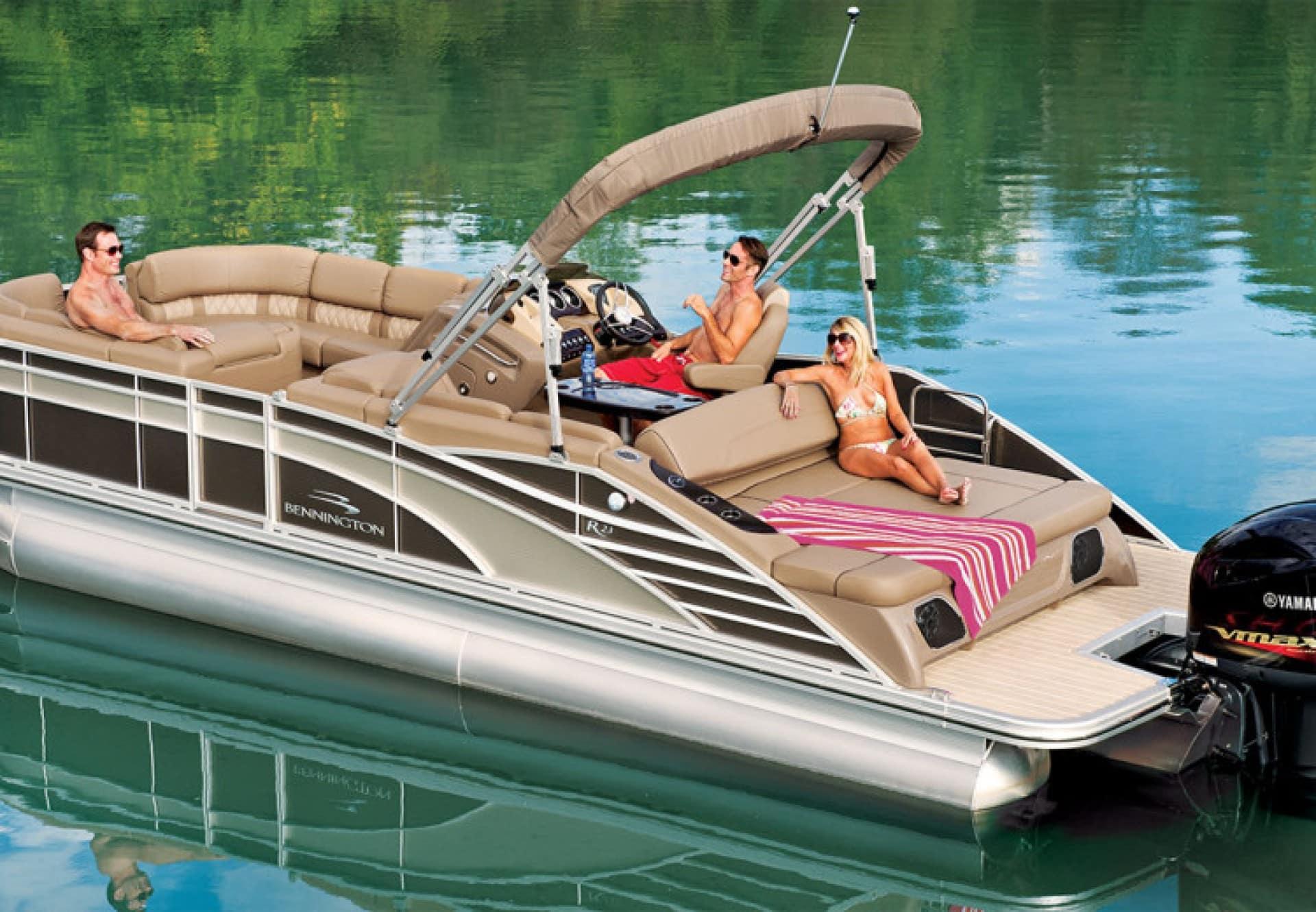 Benefits of the Bennington Elliptical Pontoon Vs Tritoon boat