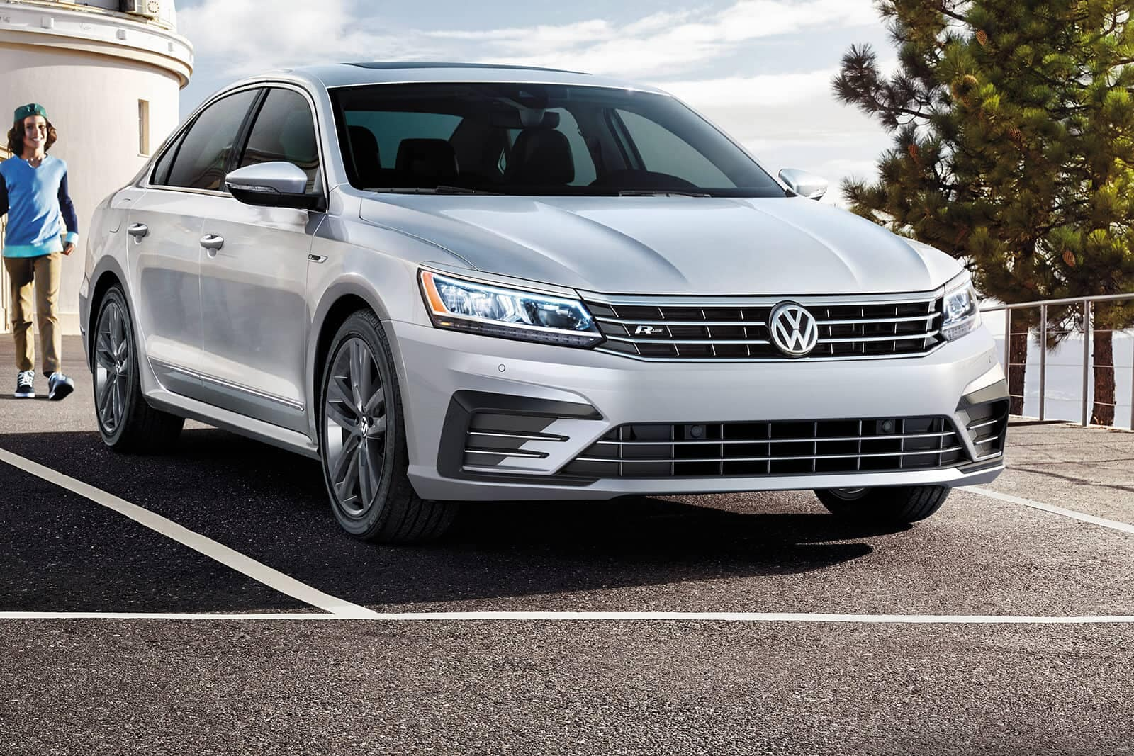 2019-Volkswagen-Passat-parked