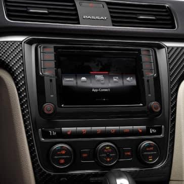 2019-Volkswagen-Passat-technology